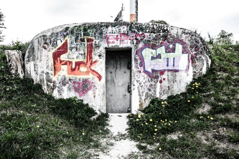 bunker-503713_1920