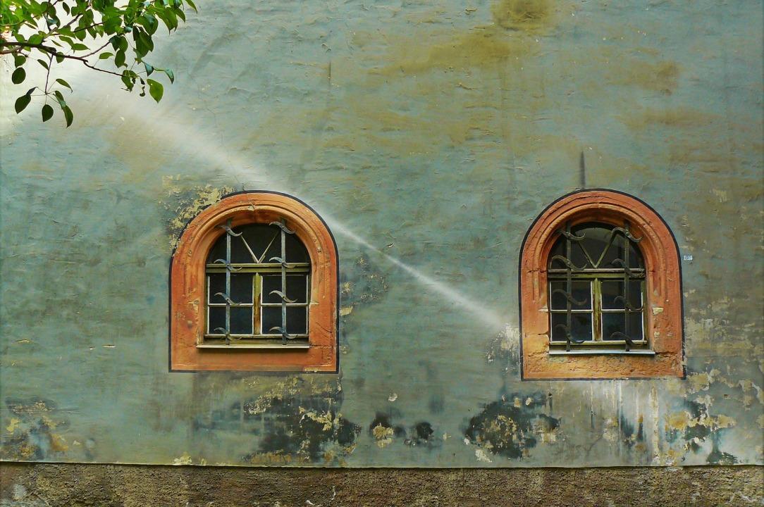 window-831251_1920